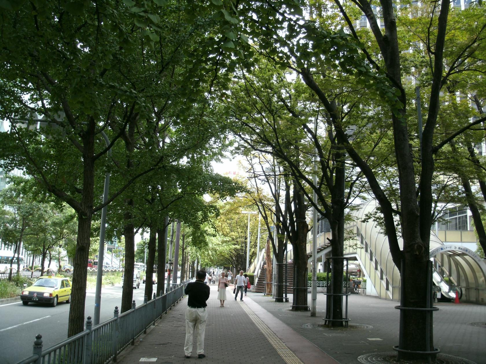 大阪駅前第4ビル.  新阪急ビル